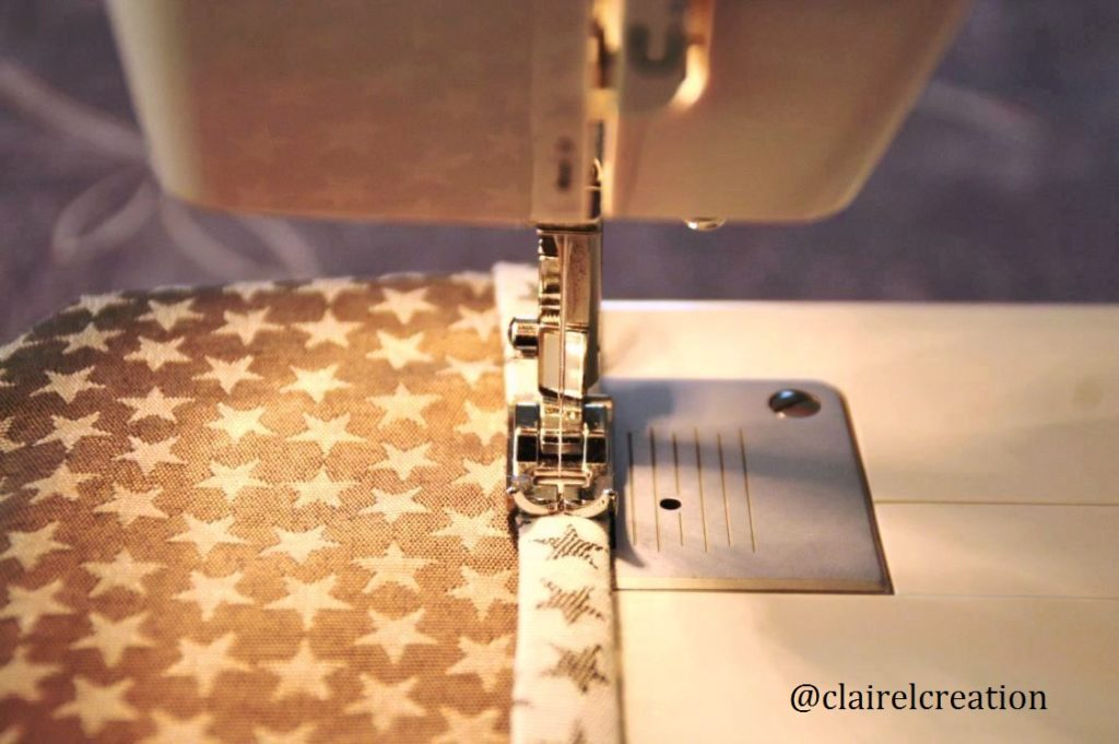 Couture des bords de la fermeture par recouvrement