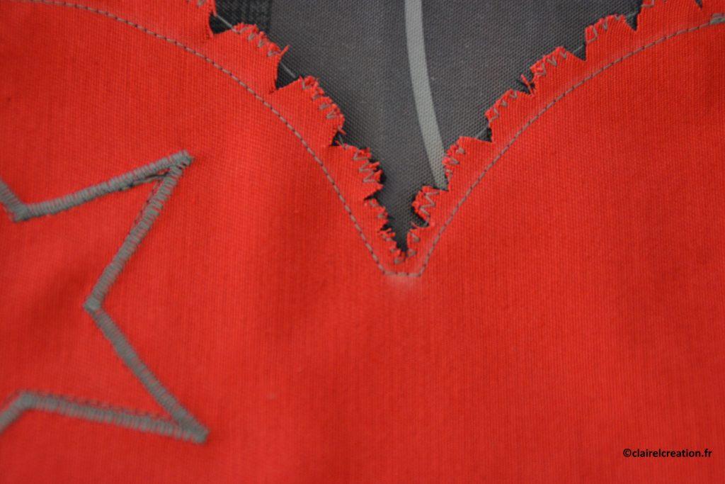 Assemblage au point zigzag face rouge, zoom sur le haut du coeur
