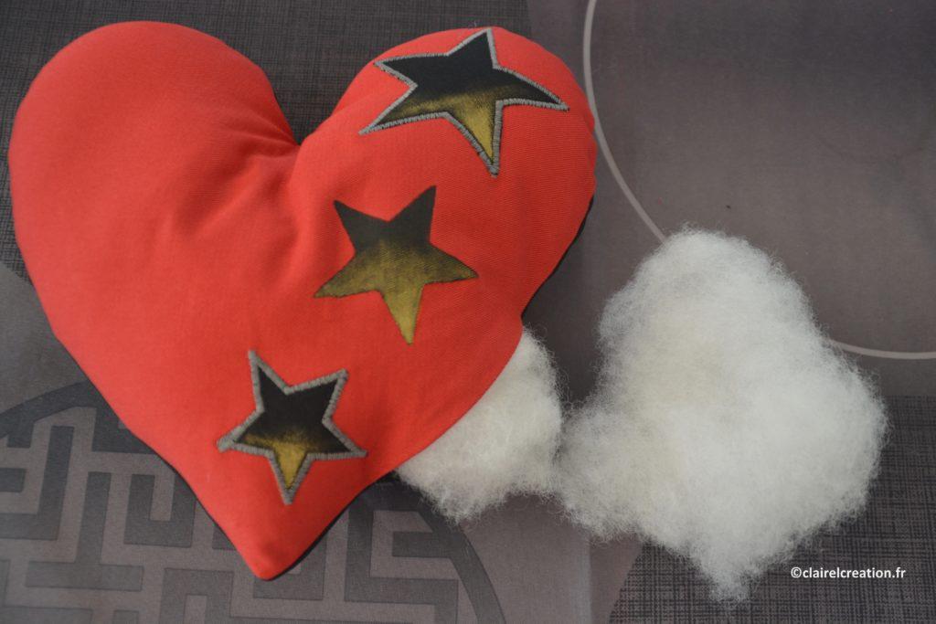 Remplissage du coeur avec de la fibre synthétique
