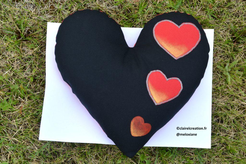 Coudre un coeur plus grand qu'une feuille A4, avec un gabarit imprimé sur une feuille A4 ! Face noire