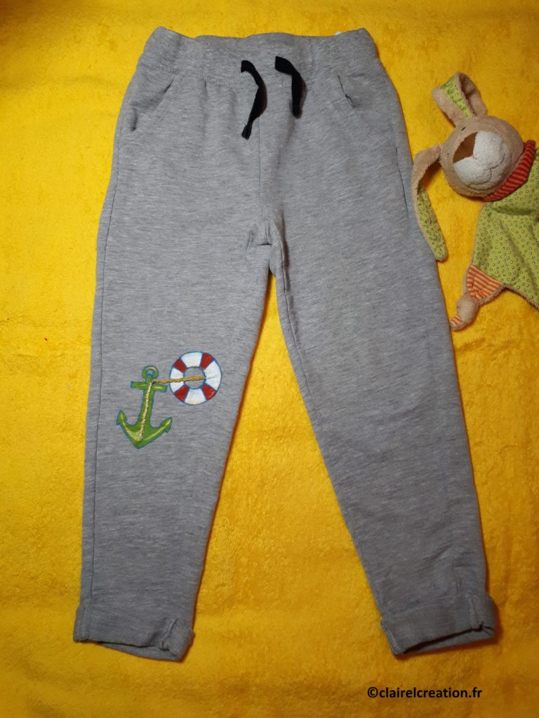 Réparation créative du pantalon de mon fils terminée