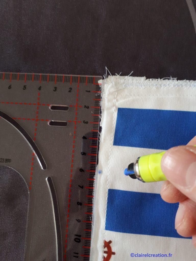 Sac pochon : repérage de la limite de couture pour le futur passage du cordon.