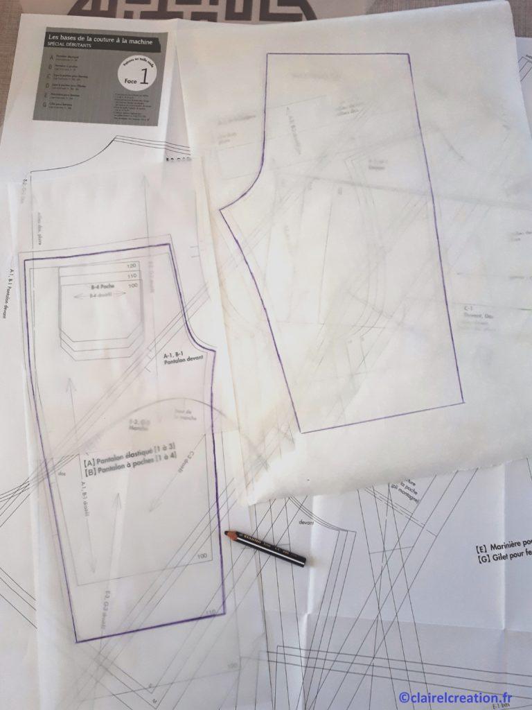 Traçage des modèles des patrons du pantacourt sur du papier transparent