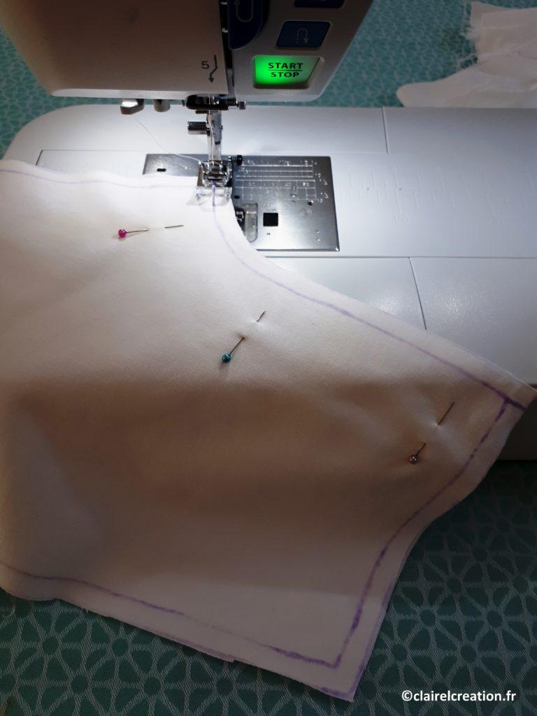 Assemblage au point droit de la fourche des demi-pantalons