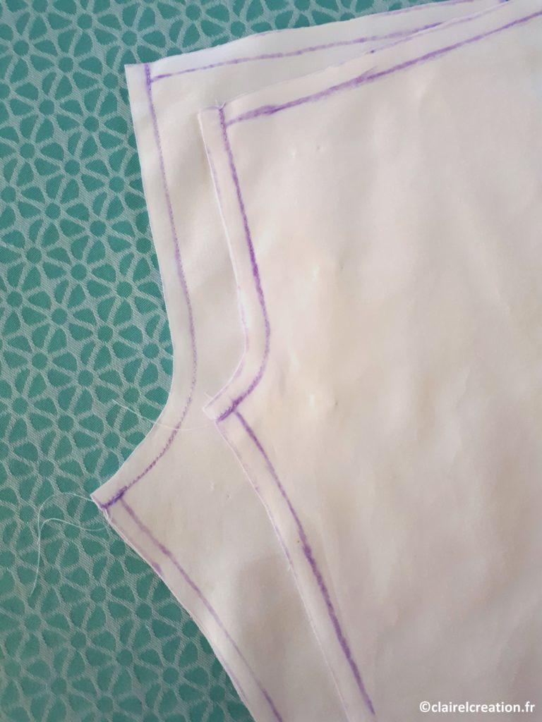 Couture de la fourche au point droit terminée sur les deux demi-pantalons