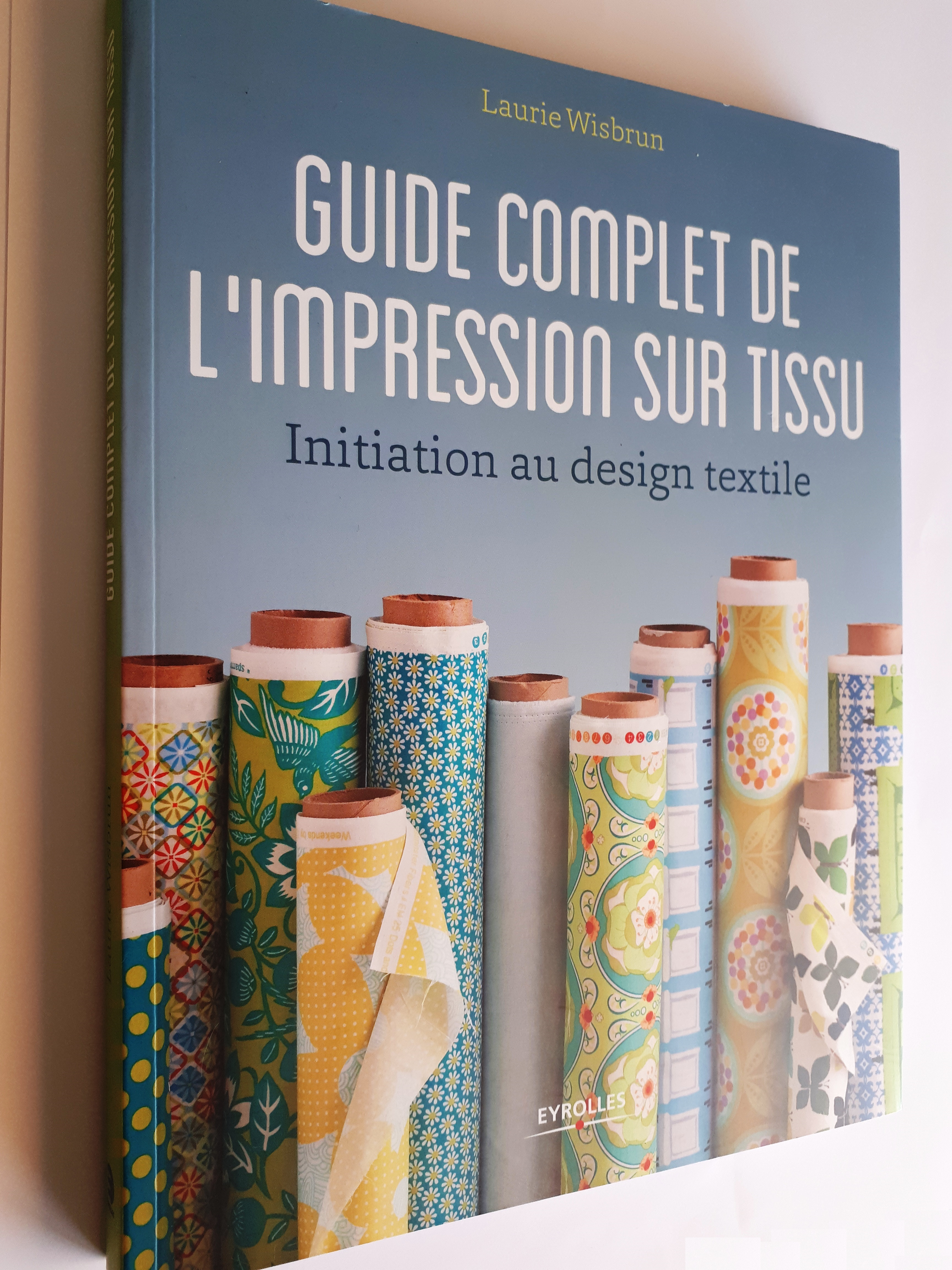 Guide complet de l'impression sur tissu : un très bon livre pour tous ceux qui veulent créer leurs propres motifs textiles et se lancer dans l'impression sur tissu !