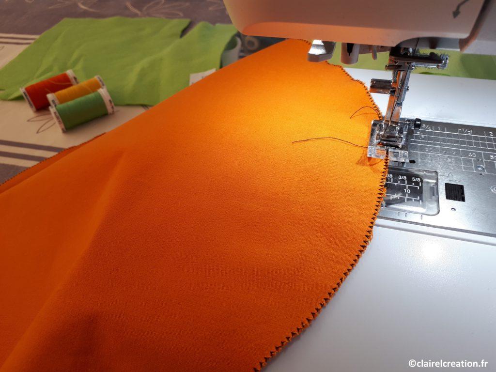 Surfilage : couture du bord du cercle au point zigzag