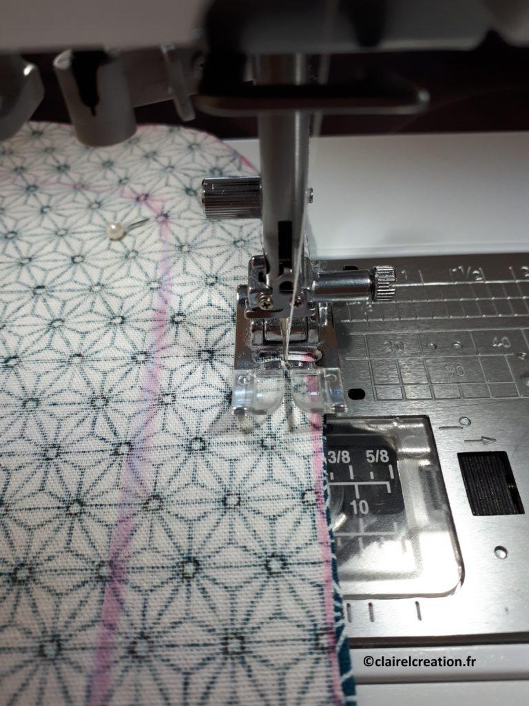 Couvercle en tissu : assemblage des couipons de tissu au point droit, à 0,5 mm du bord (attention à ne pas coudre l'ouverture)