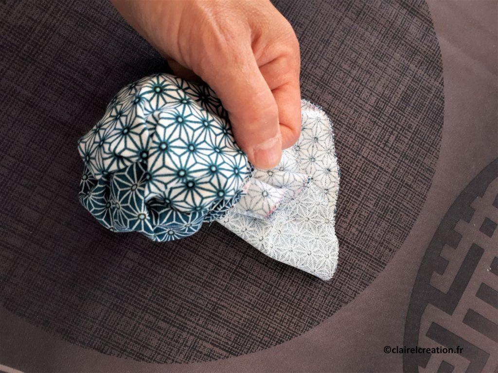 Couvercle en tissu : retournement de l'assemblage par l'ouverture