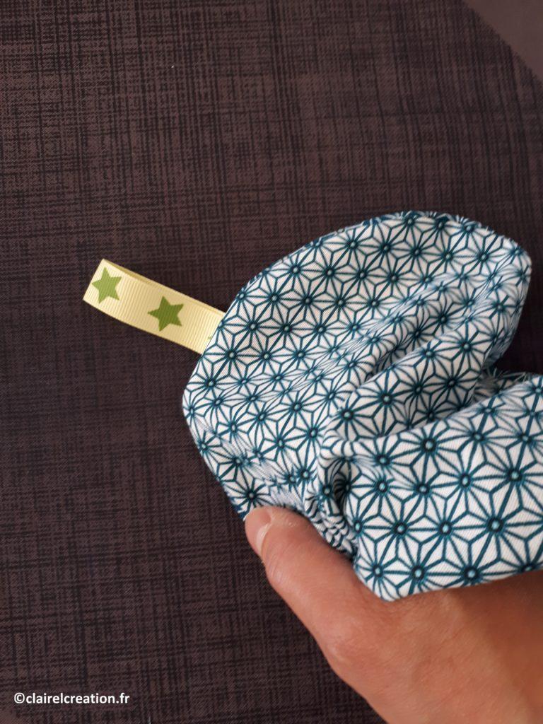 Couvercle en tissu : dépliage avec soin, en poussant bien le tissu à l'intérieur, tout autour