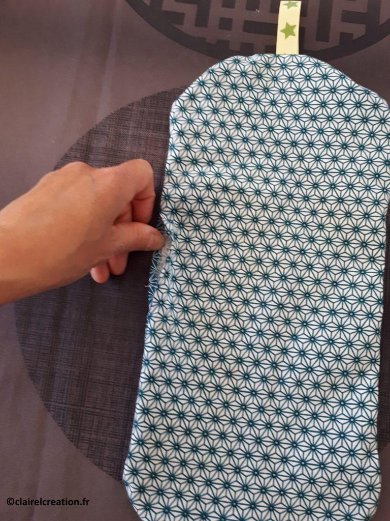 Couvercle en tissu : pliage et marquage du pli avec l'ongle ou (mieux) avec le fer à repasser
