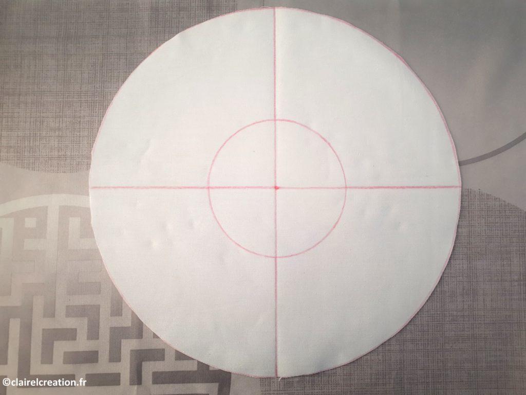 Traçage des 2 droites à angle droit qui passent par le centre (à l'équerre)