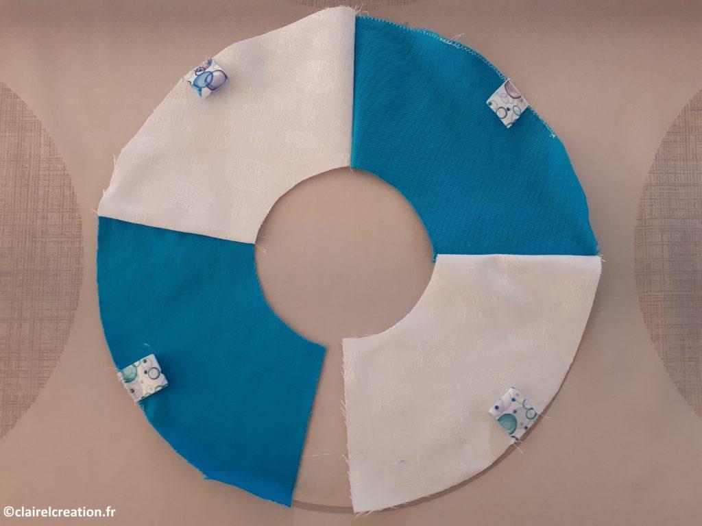 Assemblage des 4 morceaux de ruban au point zigzag sur l'endroit du tissu terminé.
