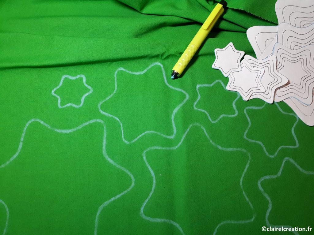 Traçage des étoiles sur l'envers du tissu