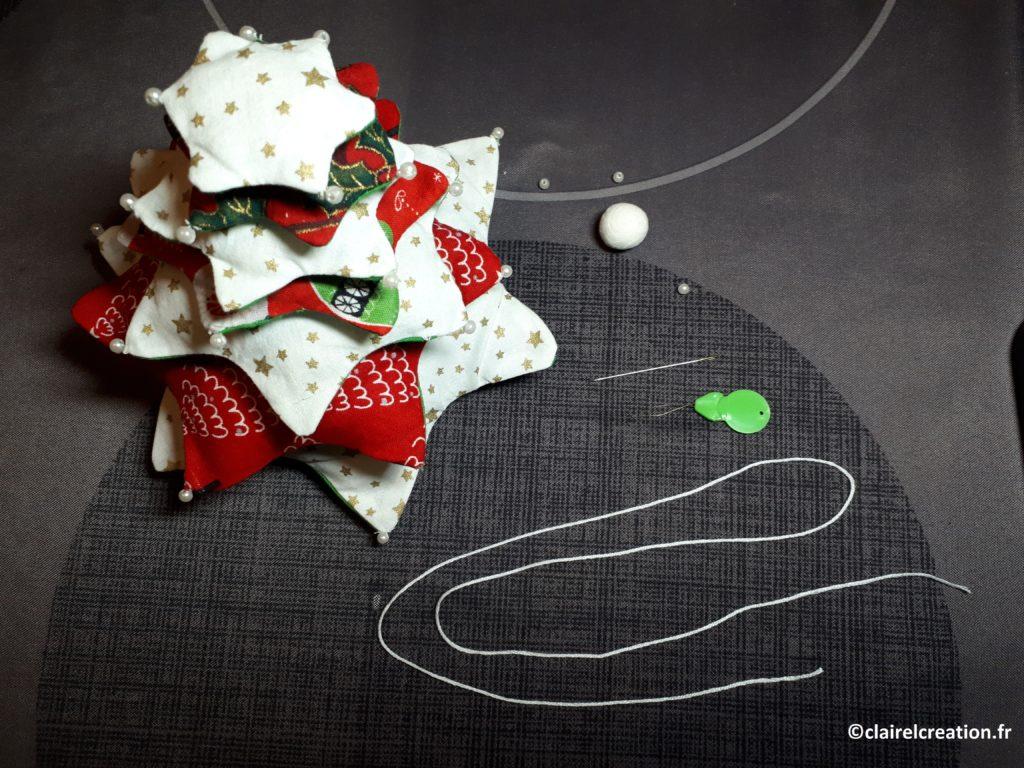 Assemblage du sapin de Noël, avec un fil de broderie