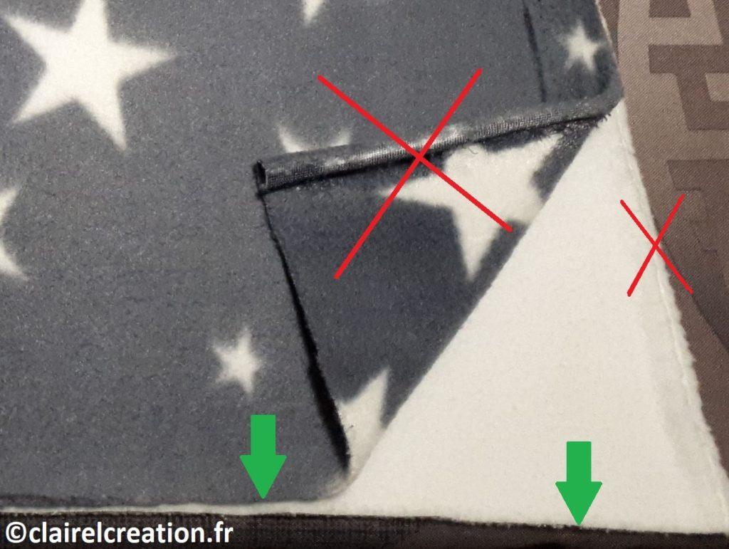 Ne pas se fier à la roulure en lisière du tissu (bords de la largeur de laize du tissu), mais se fier à la courbure des bords brutes coupés.
