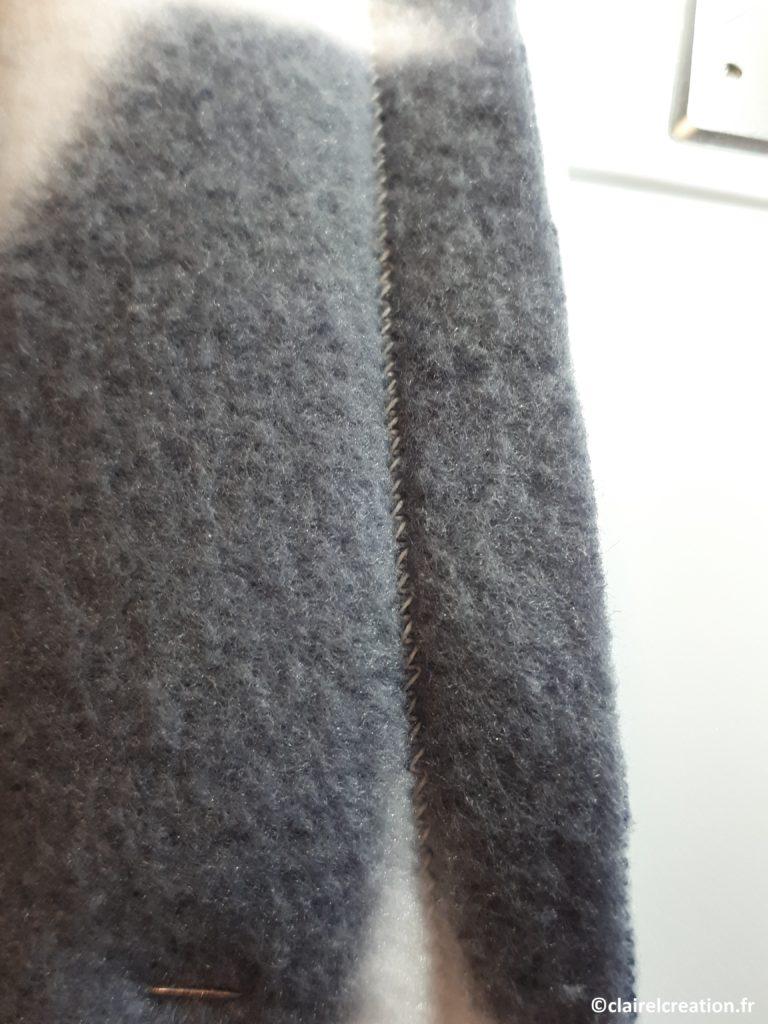 Couture du tissu polaire au point élastique