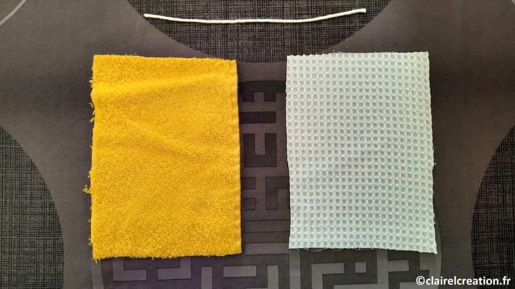 2 coupons de tissus : éponge / éponge nid d'abeille et un cordon en coton de 20 cm